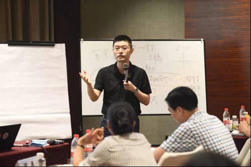 【名师访谈】刘圻教授《商业模式设计与公司价值创作》DBA赢咖2招商采访84.jpg