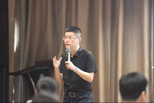 【名师访谈】刘圻教授《商业模式设计与公司价值创作》DBA赢咖2招商采访439.jpg